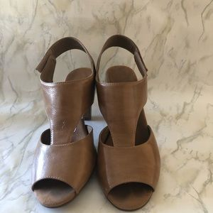 Aerosoles tan leather heels